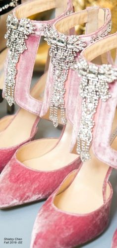 Shiatzy Chen Fall 2016 - pink velvet shoes with rhinestones Fab Shoes, Me Too Shoes, Pink Love, Pretty In Pink, Pink Fashion, Fashion Shoes, Net Fashion, Bling Bling, Beautiful Shoes