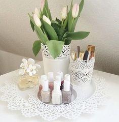 Dekorieren Sie den Schminktisch – The Bee – # Bee - İdeen Makeup Organization Ikea, Makeup Storage, Dinner Table Design, Make Up Tisch, Ikea Home, Fake Flowers, Beauty Room, Diy Makeup, Room Inspiration