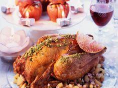 Découvrez la recette Dinde au jus de grenade et pommes farcies aux fruits secs sur cuisineactuelle.fr.