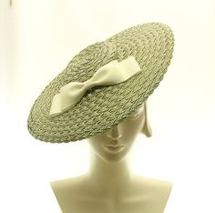Green straw tilted hat
