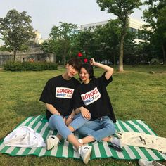 Find images and videos about couple, asian and ulzzang on We Heart It - the app to get lost in what you love. Korean Couple, Korean Girl, Korean Women, Matching Couples, Matching Outfits, Cute Couples, Couple Ulzzang, Ulzzang Boy, Photo Couple