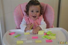 Brincadeira divertida para bebês com post-it e contact - gabi sentada