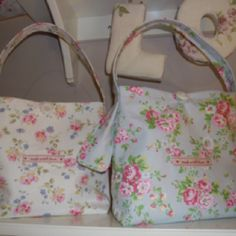 Handmade Cath Kidston lunch bags Cath Kidston Lunch Bag, Sewing Art, Sewing Crafts, Diy Tote Bag, Lunch Bags, Handmade Bags, Diaper Bag, Totes, Craft Ideas