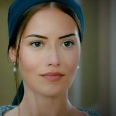 Fahriye Evcen plays the part of Murvet in Kurt Seyit ve Sura