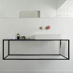 Klare Formen im minimalistischen Badezimmer #bathroom #minimalism #black #sink #Waschtisch #Einrichtung #Wohnideen #interior #interiordesign mehr spannende #Badideen https://www.calmwaters.de/inspirationswelten/herausragende