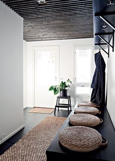 More often than not, your home's entryway is the place that sends you off to tackle your day. Use these tips to create a stunning entryway. Interior Exterior, Interior Architecture, Deco Zen, Entry Hallway, Black Hallway, Hallway Ceiling, Interior Design Inspiration, Living Spaces, Sweet Home