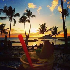 We know just how to end the weekend…a drink in our hand and a view of the #sunset! Happy #SunsetSunday! #MeetMeInKoOlina #KoOlina #LuckyWeLiveHawaii #LetHawaiiHappen Visit us: www.koolina.com (photo: @deirdredixit)