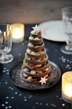 Gorgeous chocolate tree to make for the holidays. Gorgeous chocolate tree to Chocolate Navidad, Chocolate Tree, Christmas Chocolate, Christmas Sweets, Christmas Cooking, Diy Christmas Tree, Christmas Goodies, Christmas Time, Homemade Chocolate