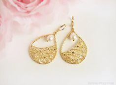 Gold dangle earrings teardrop pearl White pearl earrings by irenau