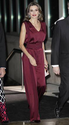 La reina Letizia preside por primera vez en solitario los premios Mariano  de Cavia bd989da0199f