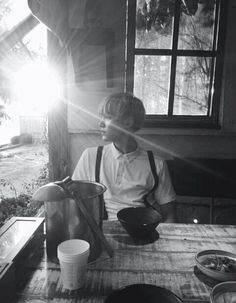 Min Yoongi - preto e branco//2