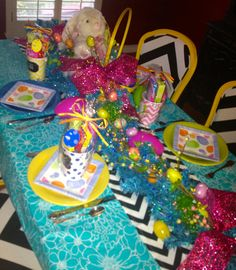 #Easter #Tablescape-This bright and cheery table scape celebrates Easter, the Season of Hope!