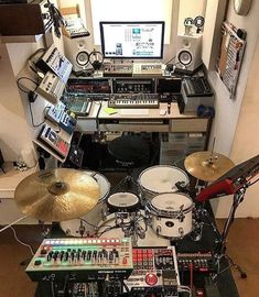 Schlagzeug Music Studio Ideas Outdoor Lighting Tips For Your Home The perfect lighting outside your Home Recording Studio Setup, Home Studio Setup, Studio Ideas, Drums Studio, Music Studio Room, Audio Studio, Sound Studio, Musik Illustration, Home Music Rooms