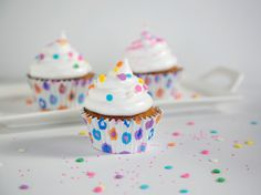 Hummingbird Cupcakes w/ marshmallow frosting