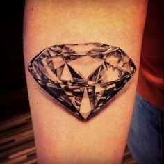 Usually I'm not into diamond tattoos, but this looks good.