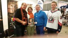 Jääkiekkoilija perheessä kirjan lanseeraus Lätkä&säbä messuilla