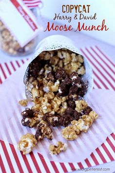Copycat Harry & David Moose Munch with Mason Jar Gift Option. Harry & David's Moose Munch made with chocolate, caramel popcorn and nuts is simply to die for, so I created a copycat, budget-friendly, version that you're going to love! Moose Munch Popcorn Recipe, Popcorn Recipes, Candy Recipes, Holiday Recipes, Snack Recipes, Dessert Recipes, Moose Crunch Recipe, Pretzel Recipes, Popcorn Favors