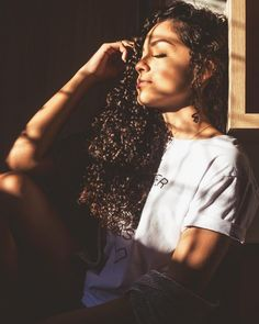 Haircuts For Curly Hair, Cute Hairstyles, Straight Hairstyles, Curly Hair Styles, Natural Hair Styles, Selfie Poses, Girl Photography Poses, Foto Pose, Girl Inspiration