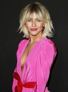 Julianne Hough looks amazing with this trendy, modern shag! Julianne Hough looks amazing with this trendy, modern shag! Julianne Hough looks amazing w Trending Haircuts, New Haircuts, Round Face Haircuts, Medium Hair Styles, Short Hair Styles, Short Hairstyles For Women, Shaggy Bob Hairstyles, Choppy Haircuts, Fast Hairstyles