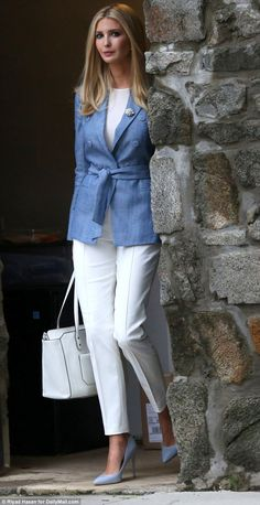 Outfit: She paired the pricey belted jacket with crisp tailored white pants Casual Work Wear, Classy Work Outfits, Work Attire, Chic Outfits, Fashion Outfits, Casual Boots, Summer Outfits, Men Casual, Outfit Work