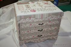 Les Ateliers de Cath and Co: Cartonnage Stitch Box, Origami, Cross Stitch Thread, Diy Cardboard, Cigar Boxes, Pretty Box, Covered Boxes, Storage Boxes, Vintage Decor