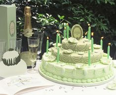 My fourth installment of Laduree is actually on the edible delights that Laduree offers. From the legendary macaroons to ch. Laduree Paris, Teal Cake, Pistachio Cake, Cake Photography, Pastry Cake, Fancy Cakes, Love Cake, Cupcake Cookies, Cupcakes