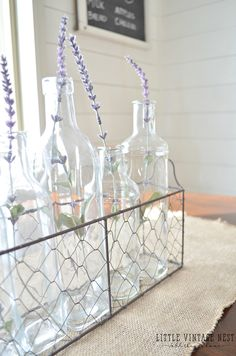 Wire basket decoration Ideas for every season – 20 inspirations with vintage flair – decor store 2018 Wire Basket Decor, Basket Decoration, Wire Baskets, Industrial Farmhouse Decor, Rustic Decor, Farmhouse Style, Farmhouse Ideas, Modern Industrial, Rustic Farmhouse