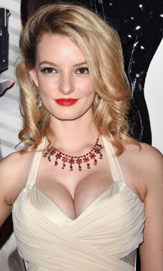 Gentleman Boners is a true gentleman's club. Only the finest eye candy of the classiest nature can be found here. Dakota Blue Richards, Real Women Curves, Melanie Laurent, Buxom Beauties, Classic Girl, Female Singers, Celebs, Celebrities, Sexy Women