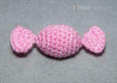 Amigurumi – Bonbons häkeln - New Ideas Crochet Amigurumi, Crochet Food, Filet Crochet, Crochet Motif, Crochet Scalloped Edge, Crochet Pillow Cases, No Sew Fleece Blanket, Vintage Pillow Cases, Knitting Patterns