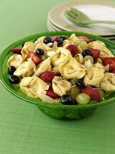 Tortellinisalat mit Früchten | Zeit: 25 Min. | http://eatsmarter.de/rezepte/tortellinisalat-mit-fruechten