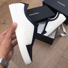 Zapatos casual Chanel Boots Trending Chanel Boots for sales. Chanel Sneakers, Chanel Shoes, White Sneakers, Sneakers Fashion, Fashion Shoes, Mens Fashion, Street Fashion, White Trainers Men, Hermes Shoes