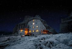 Rifugio Pedrotti sotto le stelle Visit Venice, Magic Forest, Italy Travel, Seasons, House Styles, Christmas, Outdoor, Earth, Spaces