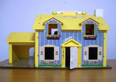 Fisher Price Family House - Little People Play Toy - Playhouse No 952 Retro Decal and Lithograph My Childhood Memories, Childhood Toys, Great Memories, Fisher Price Toys, Vintage Fisher Price, Intelligent Design, Madame Alexander, Kitsch, Toy Playhouse