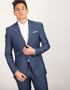 Americana traje azul pañuelo y pin