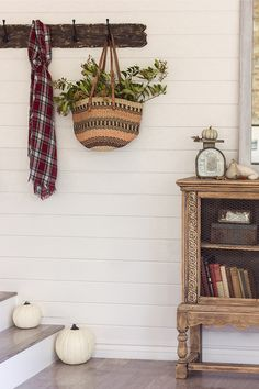 Small mudroom entry landing - you don't need lots of space for storage eclecticallyvintage.com