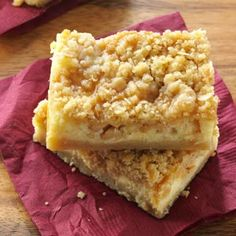Apple Caramel Cheesecake Bars Recipe -It's a caramel apple, cheesecake and streusel-topped apple pie all rolled into one irresistible dessert. Caramel Apple Cheesecake Bars, Apple Caramel, Caramel Apples, Cheesecake Cookies, Pumpkin Cheesecake, Köstliche Desserts, Delicious Desserts, Dessert Recipes, Bar Recipes