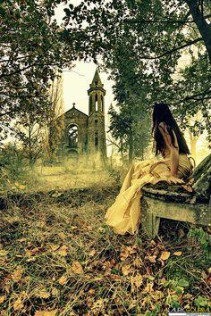 natureum:  La mariée abandonnée by Lauric Gourbal Photographies on Flickr.  I love it when images are already sourced. Thanks, natureum!