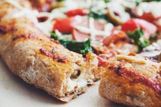 #veagn stuffed crust pizza | RECIPE on hotforfoodblog.com