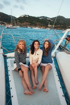 Segel Outfit, Catamaran Design, Estilo Ivy, Barefoot Girls, Going Barefoot, Sailing Outfit, Boating Outfit, Classy Girl, Old Money