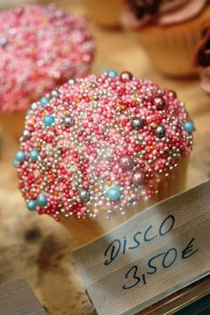 LOVE this disco cupcake