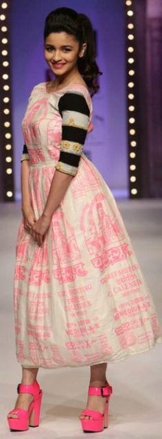 Alia Bhatt show-stopper for Masaba Gupta Indian Attire, Indian Wear, Indian Outfits, Indian Clothes, Formal Chic, Casual Chic, Urban Outfits, Trendy Outfits, Casual Frocks