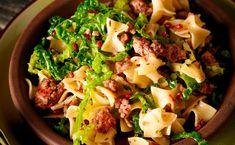 Fleischfleckerl mit Kohl Pasta Salad, Ethnic Recipes, Spare Ribs, Browning, Napa Cabbage, Easy Meals, Food Food, Recipes, Crab Pasta Salad