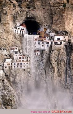 Phuktal Monastery in theHimalayan region of Ladakh, Northern India.
