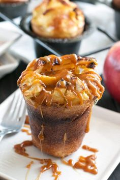 Bourbon Caramel Apple Popovers are THE dessert of the fall. Creamy bourbon caramel tops easy-to-make apple popovers to end your meal with a boozy seasonally sweet note. Are you drooling yet? Apple Recipes, Fall Recipes, Bread Recipes, Just Desserts, Dessert Recipes, Baking Desserts, Desserts Caramel, Pudding Recipes, Gourmet
