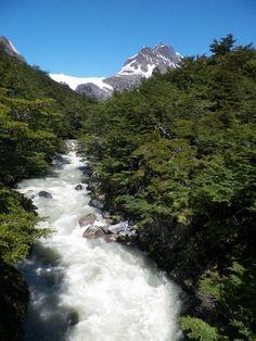 Día - 3 , ya se puede observar el glaciar, después del segundo puente queda menos, al glaciar , 1/2 hora , a refugio perros 45 min.