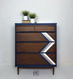 Vintage Tall Boy Chest of Mid Century Modern Drawers Made by Bassett Furniture Company Diy Furniture Finishes, Diy Furniture Decor, Furniture Repair, Chalk Paint Furniture, Upcycled Furniture, Furniture Makeover, Home Furniture, Diy Home Decor, Furniture Design