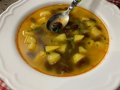 Najlepšia fazuľová polievka. Tradičný RECEPT (a bez múky) Thai Red Curry, Ethnic Recipes, Food, Eten, Meals, Diet