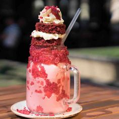 Patissez is allowing us in the Hoods and Black Suburbs in South Central to come up with FreakShake ideas, Thanks, Mate. Easy Summer Desserts, Just Desserts, Delicious Desserts, Yummy Food, Milkshake Drink, Milkshake Recipes, Milkshakes, Dessert Drinks, Yummy Drinks