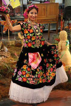 Pero más que sus motivos climáticos, son su cultura y la calidez de su gente los principales motivos para viajar y dejarse envolver por el universo oaxaqueño. Visita #Oaxaca, un estado rico en cultura y tradiciones. #BestDay #OjalaEstuvierasAqui