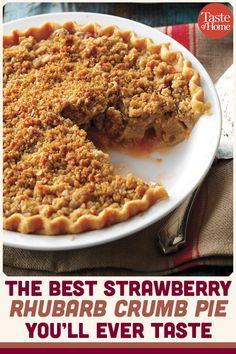 Crumb Pie A strawberry rhubarb pie that's sure to be a winner!A strawberry rhubarb pie that's sure to be a winner! Strawberry Rubarb Pie, Strawberry Rhubarb Recipes, Rhubarb Desserts, Köstliche Desserts, Delicious Desserts, Dessert Recipes, Yummy Food, Rhubarb Crisp Recipe, Apple Rhubarb Recipes